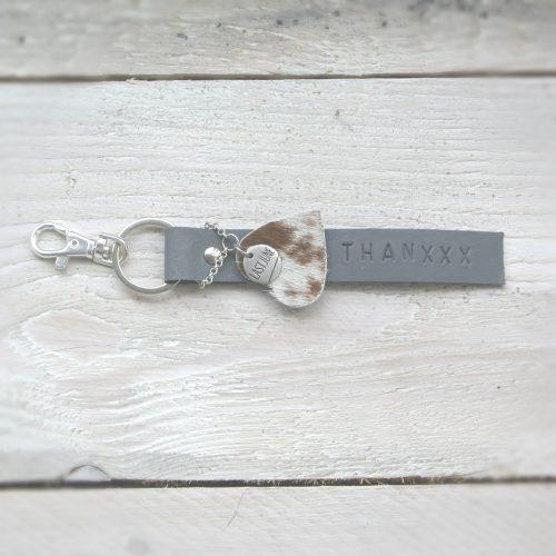 sleutelhanger, leer, grijs